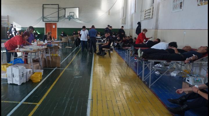 Actiune de solidaritate. Viitorii pompieri au donat sange