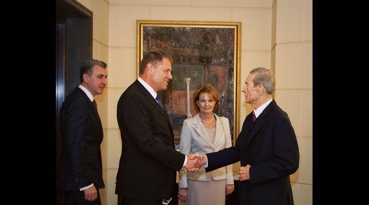PREMIERA: Klaus Iohannis va participa la dineul regal, la Peles