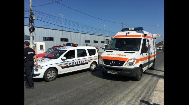 Accident grav pe DN 72. Un auto a luat foc. Soferul, lovit de o alta masina
