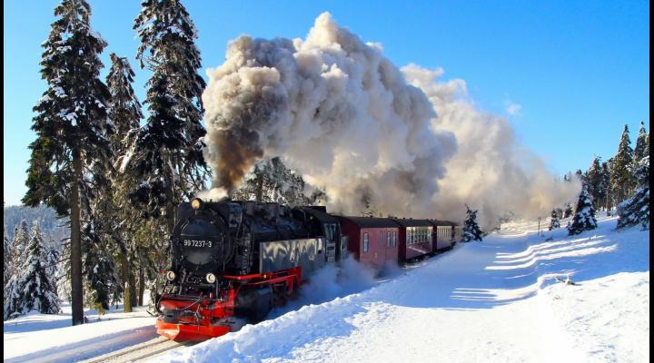 Trecerea la noul Mers al Trenurilor 2017 - 2018. CFR a introdus și Trenurile Zăpezii către destinații montane, printre care și Valea Prahovei