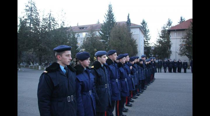 """30 de elevi ai Colegiului Național Militar """"Dimitrie Cantemir"""" din Breaza vor fi prezenți la funeraliile de stat ale Majestății Sale Regele Mihai I de la Curtea de Argeș"""