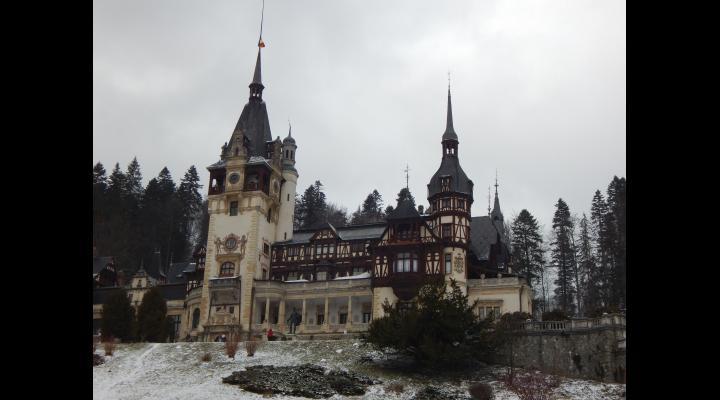 Peste 10.000 de turişti au ales Valea Prahovei, staţiunile Sinaia Buşteni şi Azuga au fost ocupate 100% pentru Revelion