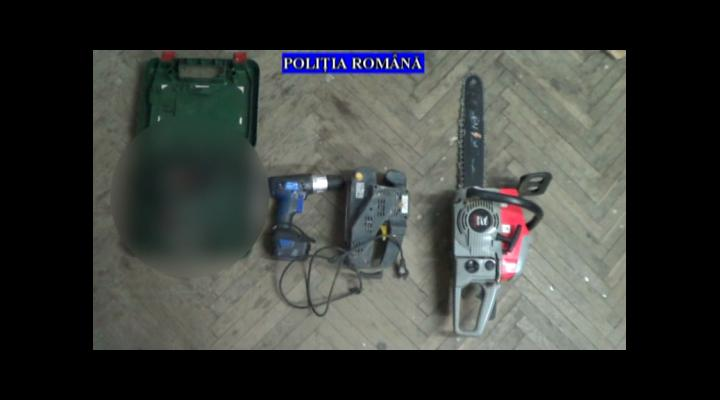Percheziții la persoane bănuite de furturi din societăți comerciale și din locuințe - VIDEO