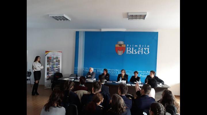 """Elevii ploiesteni au obtinut premii importante la Festivalul Naţional de Poezie """"Ocrotiţi de Eminescu"""" de la Blaj"""