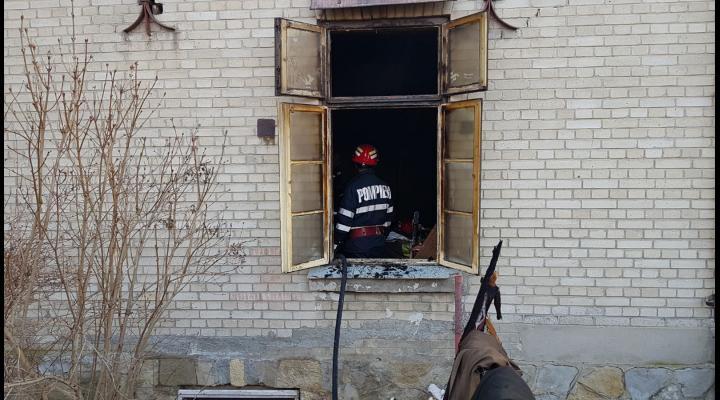 Incendiu la o casa din Campina. Un barbat a decedat - FOTO