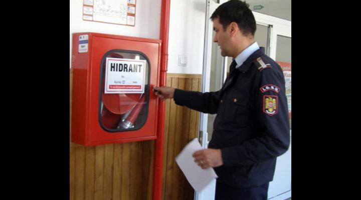 ISU Prahova: 109 încălcări ale normelor de apărare împotriva incendiilor şi protecţie civilă