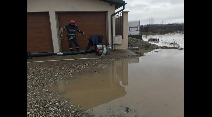 Inundatii in doua localitati din Prahova