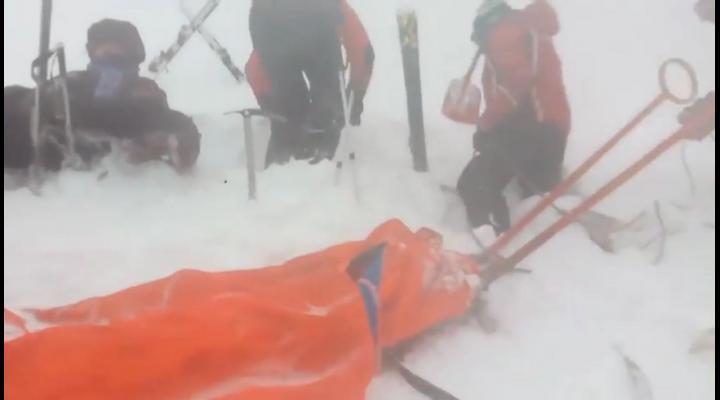Schior salvat, dupa ce ramasese blocat pe partie, la Sinaia, din cauza vremii - VIDEO