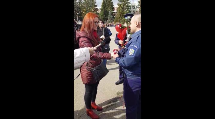 INEDIT Imagini cu doua cereri in casatorie, astazi, la Scoala de Politie Campina