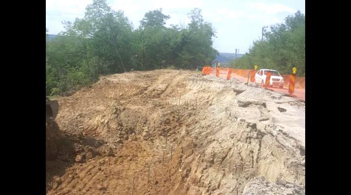 Alunecare de teren, in comuna Drajna