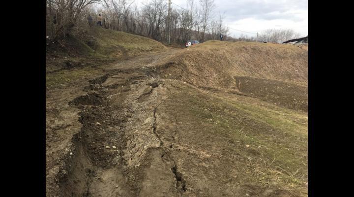 Mai multe alunecari de teren reactivate in Prahova