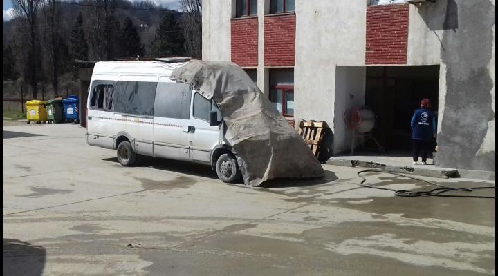 FOTO Dosar penal in cazul microbuzului rasturnat la Salina