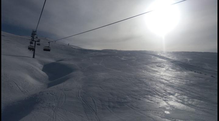 Avertizare MAI: Nu vă lăsaţi inșelaţi de vremea caldă, pe Platoul Bucegi există un risc ridicat de avalanşă!