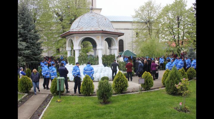 Izvorul Tămăduirii la Mănăstirea Ghighiu. Recomandarile jandarmilor