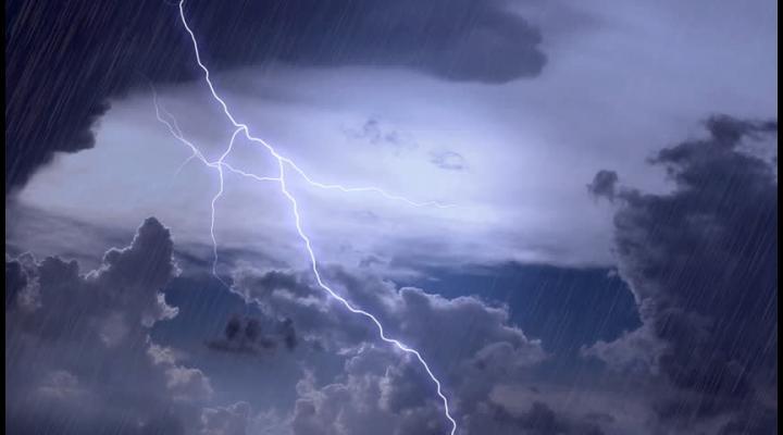 Alertă ANM: Cod galben de vreme severă imediată în mai multe localitati din județul Prahova. Se anunta descărcări electrice, grindină de mici dimensiuni si averse