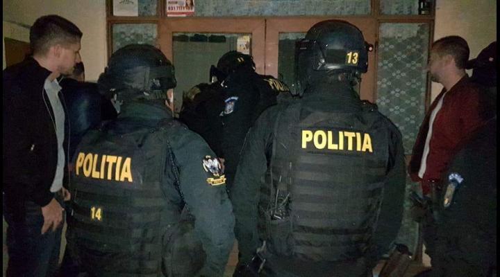 Perchezitii la persoane banuite de inselaciune prin metoda Ghicitul, in Prahova