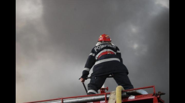 Incendiu in Ploiesti, la o casa parasita