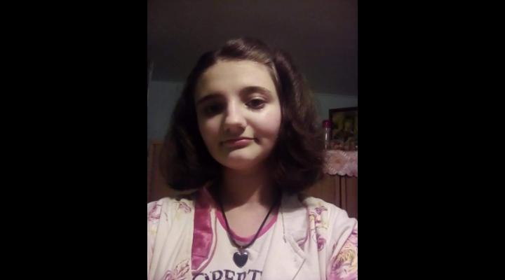 Minoră de 13 ani plecată voluntar de la domiciliu. Cei care o vad, pot suna la 112!
