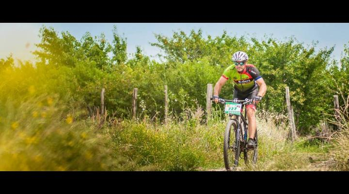 """Zeci de sportivi la concursul de ciclism """"Livada cu Ciresi"""", de la Paulesti"""