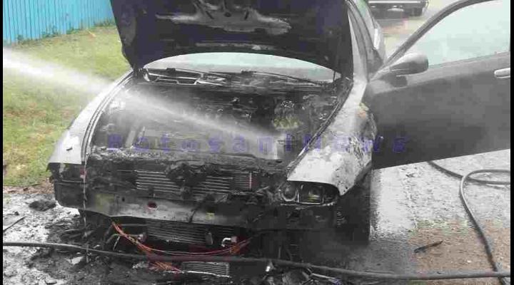 O masina a luat foc, in Valenii de Munte