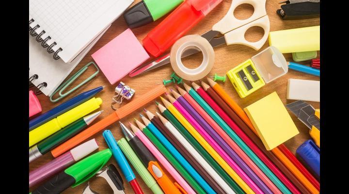 """Începe distribuirea rechizitelor și ghiozdanelor acordate în cadrul proiectului """"Rechizite pentru preșcolari și elevi - șanse egale la educație"""", implementat de Ministerul Educației Naționale"""