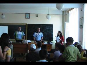 Acțiune  desfășurată de mai multe instituții M.A.I. la o școală din Ploiești. Afla motivul