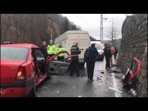 FOTO/VIDEO Accident la Sinaia. Traficul este blocat