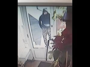 FOTO- Principalul suspect, in cazul furtului de bijuterii din Ploiesti. Daca il vedeti, sunati la 112!