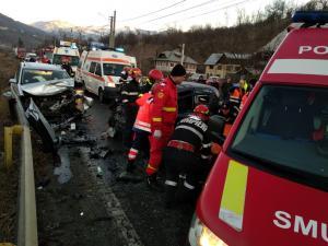 FOTO Grav accident in Comarnic. Cinci persoane ranite.