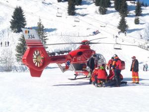 Adolescenta preluata cu elicopterul SMURD dupa ce s-a accidentat grav pe Partia Noua din Sinaia