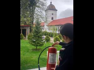 Sfaturile pompierilor pentru desfășurarea în siguranță a slujbei de Florii