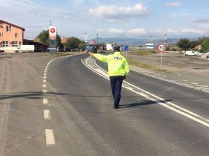 Trafic restricționat pe DN 1A, în Țânțăreni, după ce s-au scurs două tone de mâl tratat