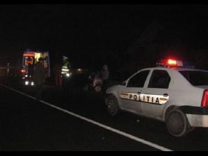 Accident aseară, în Ploiești. Un bărbat băut a intrat cu mașina în gard și a avariat o țeavă de gaze