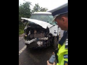 Accident în Românești. Șoferul unei Dubițe a adormit la volan