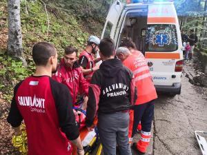 O turistă din Danemarca, salvată după ce a căzut într-o râpă
