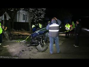 Un șofer beat a intrat cu mașina în gardul cimitirului din Vălenii de Munte