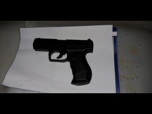 FOTO Un tânăr care avea pistol airsoft la un festival, prins de jandarmii prahoveni