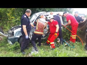 FOTO: Accident rutier cu descarcerare pe DN72