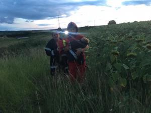 UPDATE: Baietelul a fost salvat de un pompier aflat in timpul liber. Doi copii, luati de viitura, la Filipestii de Padure. Unul a fost salvat, celalalt este cautat