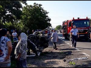 FOTO Accident grav în Dâmbovița. Două persoane au murit pe DN 7