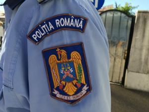 Fetiță de 11 ani, fotografiată în ipostaze indecente și pipăită de un vecin, în Boldești Scăieni
