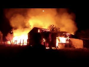 Incendiu violent la o ferma din Baba Ana