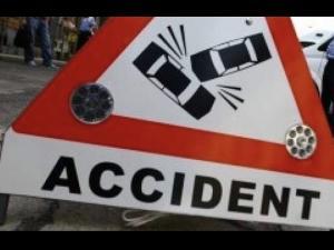 Accident cu un microbuz si doua masini implicate, la Mizil