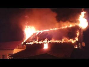 Incendiu puternic în Trăisteni, Valea Doftanei. Intervenția ISU a fost îngreunată din cauza drumului greu accesibil