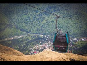 Program prelungit la Gondola Sinaia. Vremea este numai bună pentru excursii montane