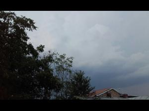ANM: Informare generală de ploi în general moderate cantitativ, fenomene de instabilitate atmosferică, intensificări temporare ale vântului, răcire accentuată