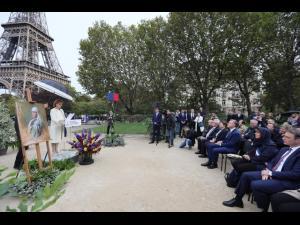 FOTO/O bucățică din Paris, în față la Tour Eiffel, poartă numele Reginei Maria. Promenada Regina Maria a României», inaugurată
