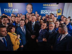 """Klaus Iohannis a explicat la Focșani ce înseamnă o Românie normală. """"Noi vom pune un guvern care va lucra pentru români, nu împotriva lor"""", a fost angajamentul lui Klaus Iohannis"""