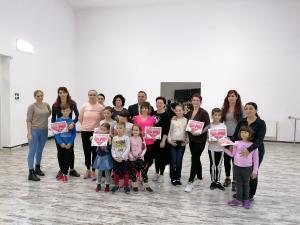 Doamnele și domnișoarele din Băicoi fac mișcare prin dans, în mod organizat. Asta pentru că sportul înseamnă sănătate și frumusețe, spun organizatorii