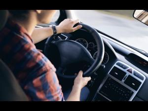 Doi tineri de 15 si 16 ani au furat o masina din Ploiesti. Afla ce a urmat si cum de unul dintre ei a fost arestat